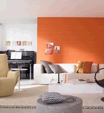 乳白色的组合沙发占据了客厅大部分的空间